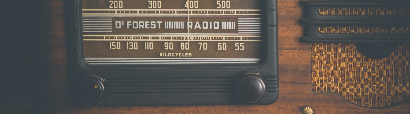 Photo of a vintage DeForest radio on display at the SPARC Radio Museum
