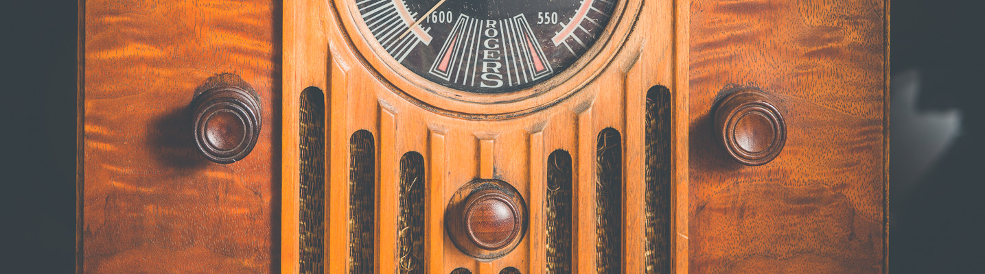 Photo of an Antique Rogers radio on display at the SPARC Radio Museum