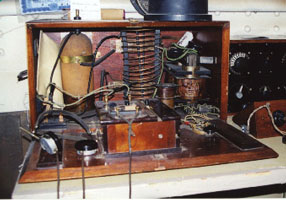 Photo of an early portable spark transmitter/receiver at the SPARC Radio Museum